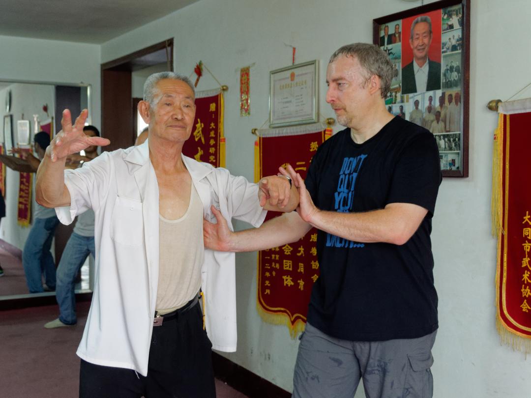 Maître GuoGuizhi enseignant sa méthodologie de travail du zhanzhuang à PhilippeMunn, Chine