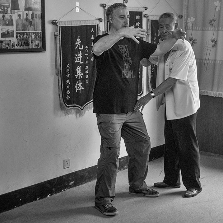 Master Guo Guizhi correcting yangsheng zhuang