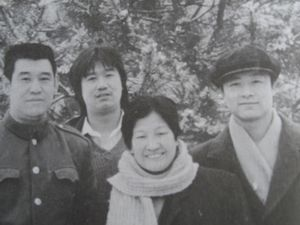 Guo Guizhi and his two sons with Wang Yufeng