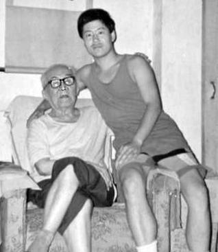 Master Hong JunSheng & Chen Zhonghua (picture practicalmethod.com)