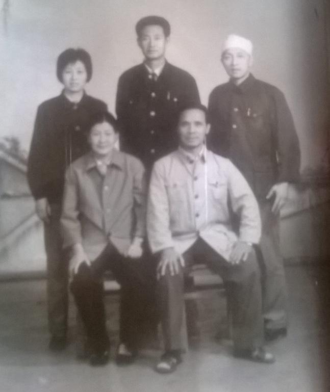 Wang Yufeng & Li Jianyu sitting, Guo Guizhi standing middle