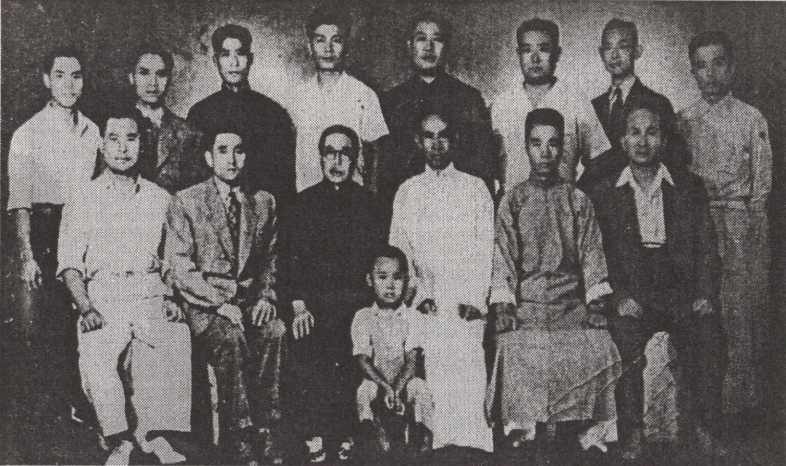 Master Yu Yongnian standing (4th in white) with Master Wang Xiangzhai sitting (center in white), 1946